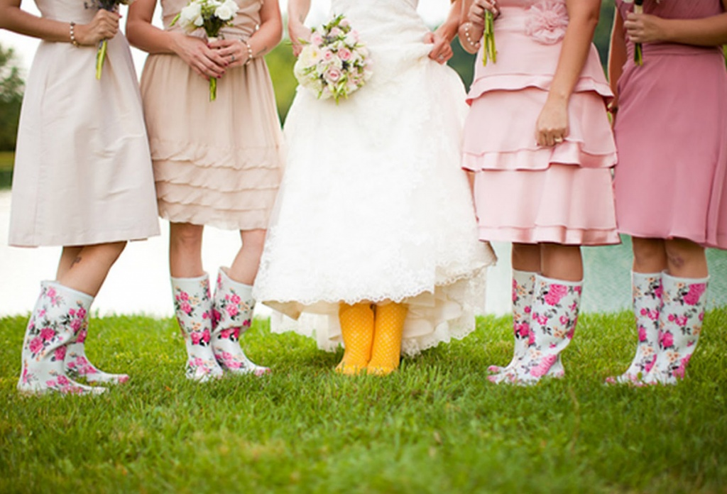 Rainy_Wedding_Day_Wedding_Wellies_Caitlin_Thomas_Photography_Wedding_Inspiration_Before_the_Big_Day_Wedding_Blog_UK.jpg