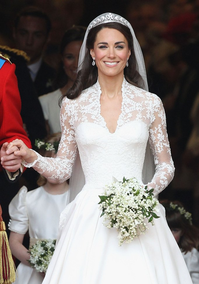 1330015908_the-royal-family-pippa-middleton-royal-wedding-westminster-abbey-london-england-04292011-1601.jpg