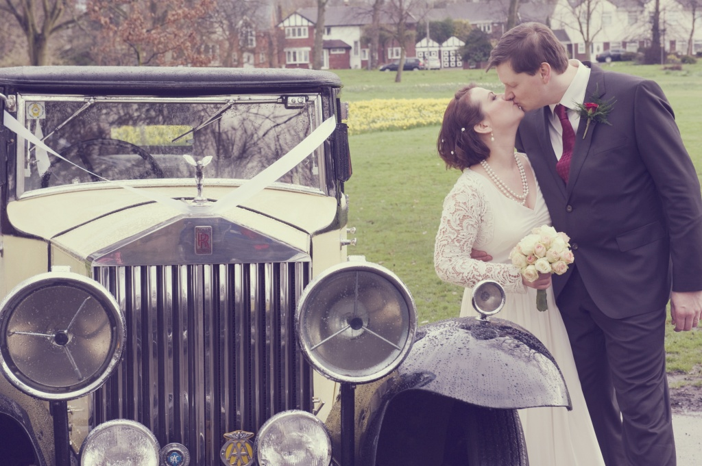 kellianne-photographer-wedding-car-vintage-kiss.jpg